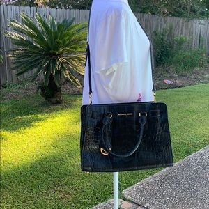 Micheal kors bag used in excellent condition
